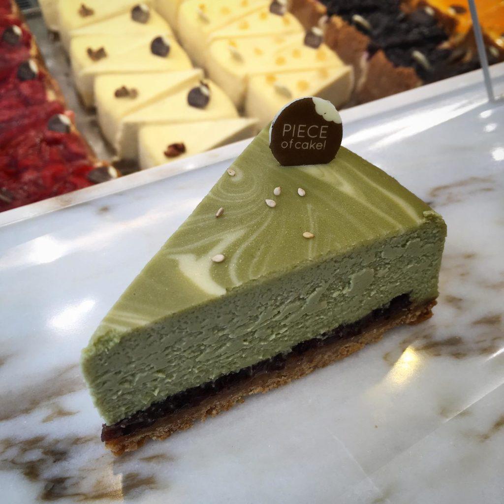 Cheesecake au matcha dans la patisserie Piece of cake dans le quartier de Guillotière à Lyon.
