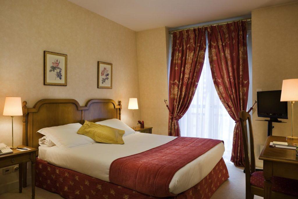 Charme classiques des chambres de l'hotel Warwick Reine Astrid à Lyon.