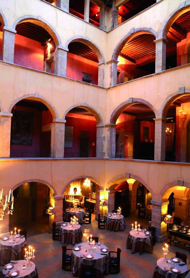 Cour des loges : Hotel de luxe dans le Vieux Lyon.
