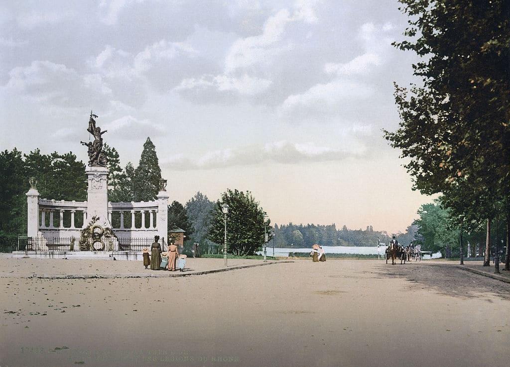 Entrée principale du Parc de la Tête d'Or à Lyon avant la construction de la grille monumentale.
