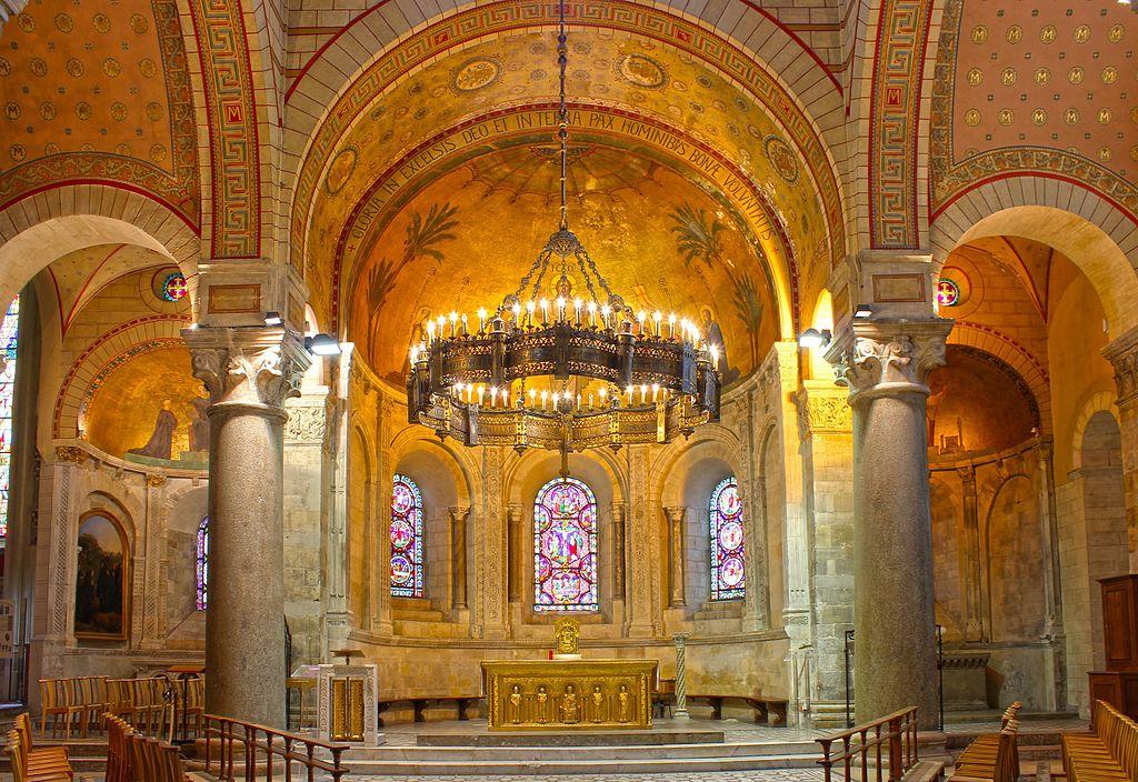Autel de la Basilique d'Ainay sur la Presqu'île à Lyon - Photo de Xavier Caré Wikimedia Commons CC BY SA 4.0