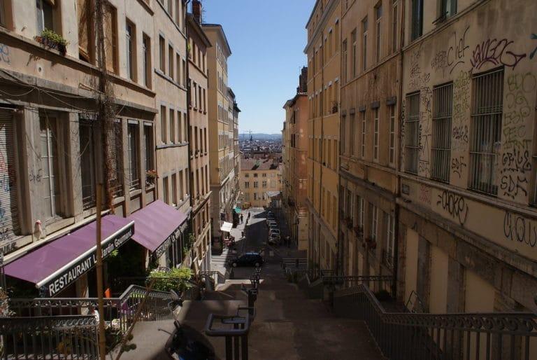 > Vue sur les pentes de la Croix Rousse à Lyon.