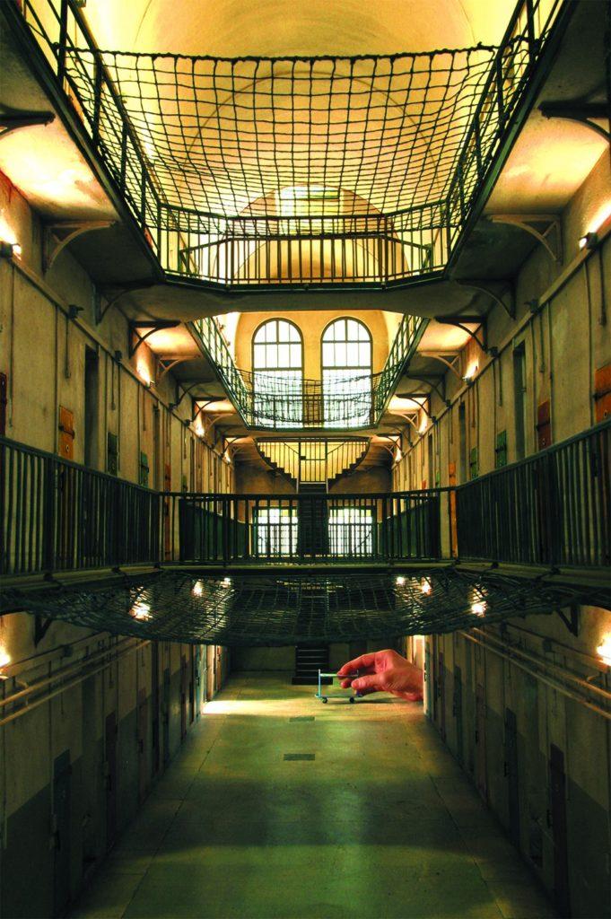 Miniature d'une prison réalisée par Dan Ohlmann dans le musée des minaitures et du cinéma dans le Vieux Lyon.