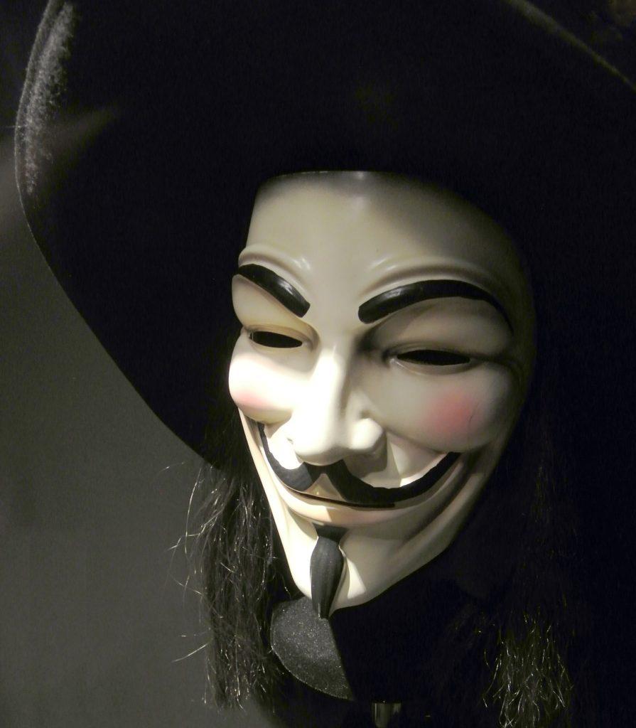 Masque original du film V pour Vendetta dans le musée des minaitures et du cinéma dans le Vieux Lyon.