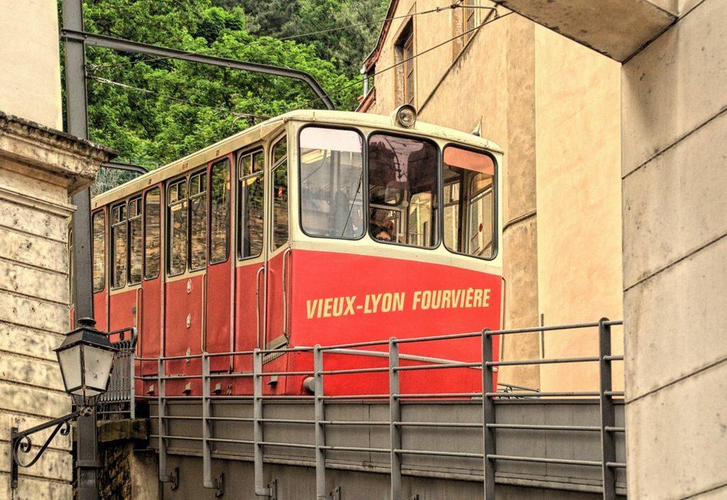 Métro à Lyon : Plan du réseau et lieux d'intérêts par station