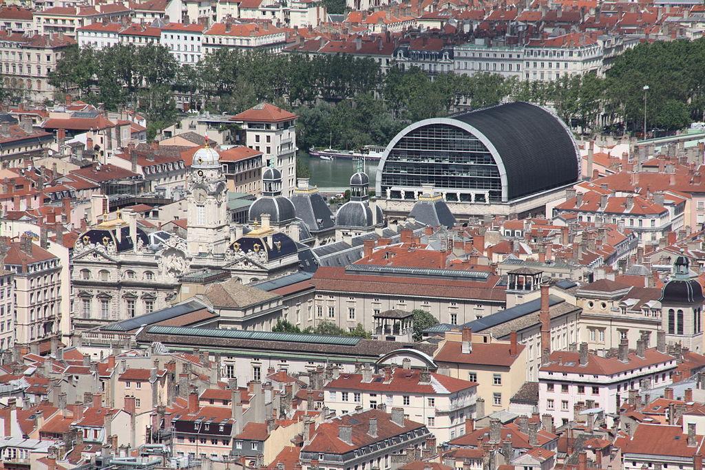 Depuis Fourvière, l'Opéra de Lyon dans le quartier des Terreaux. Photo d'Otourly
