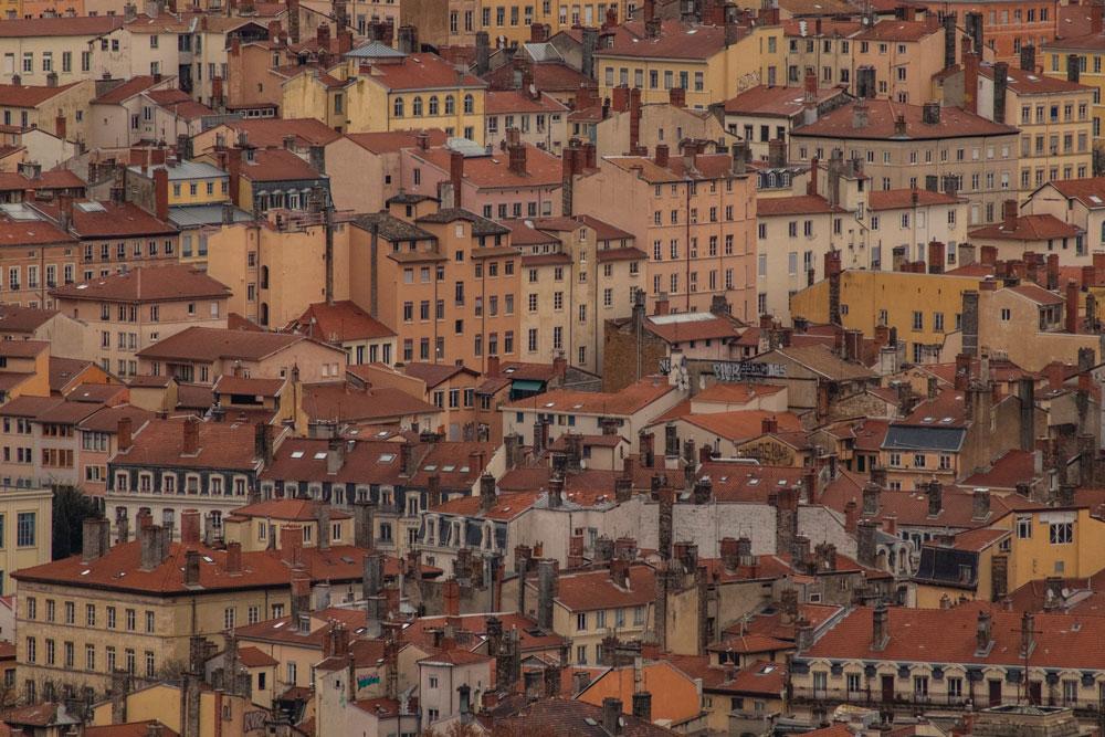 Vue sur le quartier des Terreaux et des pentes de la Croix Rousse à Lyon. Photo de Sebastian Brito