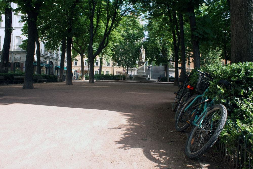 Place Sathonay dans le quartier des Terreaux à Lyon.