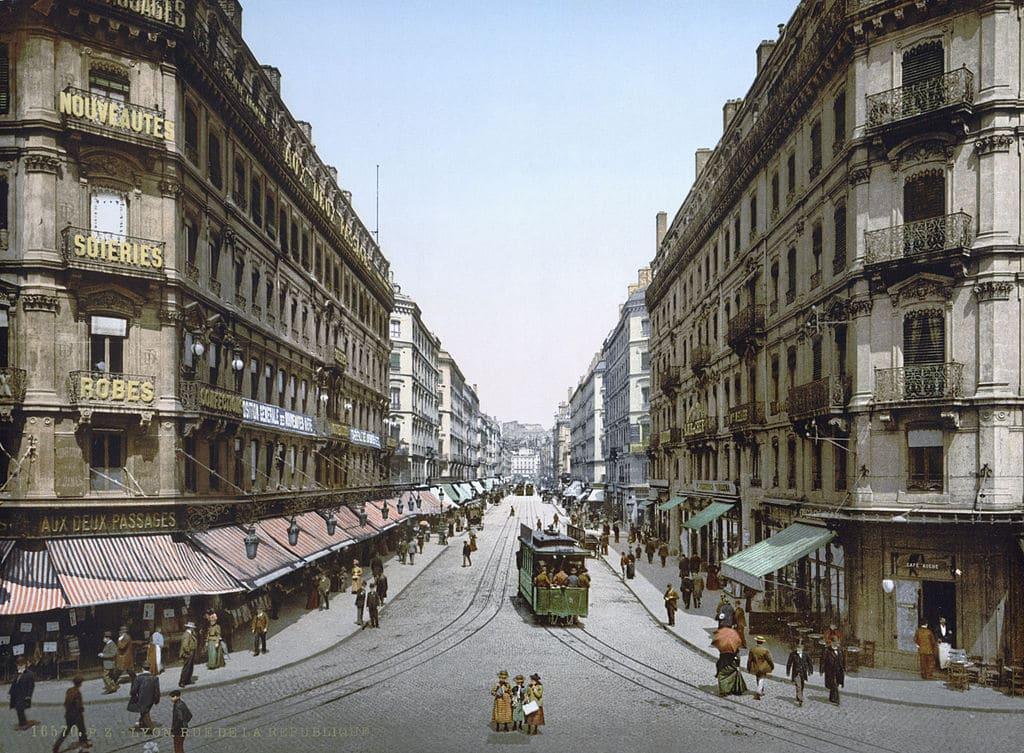 Place de la République dans le centre de Lyon en 1900.