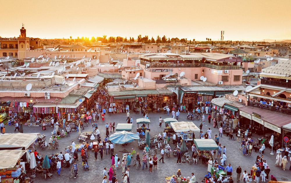 Place de Jemaa en Fna dans la Médina de Marrakech - Photo de Calin Stan
