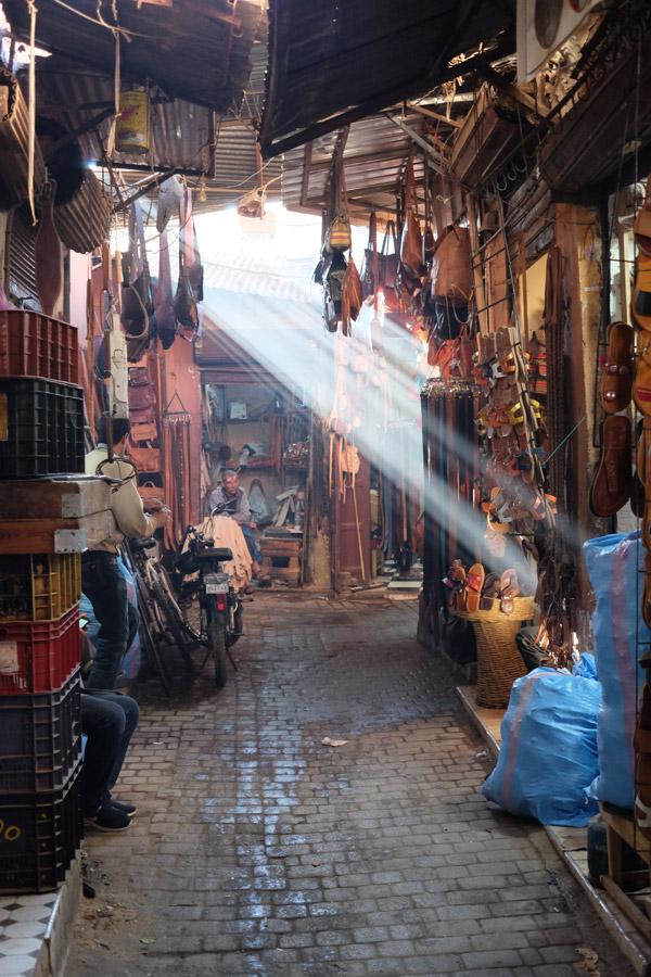 Dans le souk de la Médina de Marrakech - Photo de Tom Tiepermann
