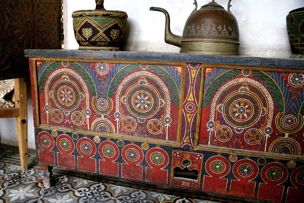 Une commode aux motifs merveilleux Musée Bert-Flint (Tiskiwin) à Marrakech.