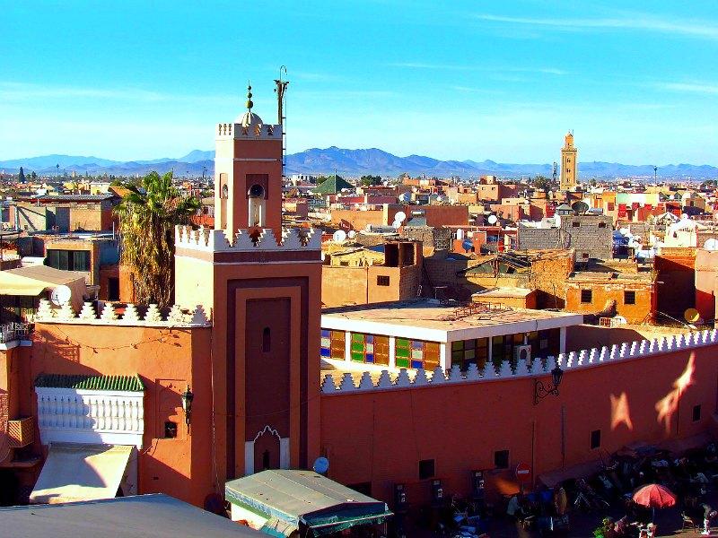 > Quartier de Marrakech : Aux pieds des remparts de la Médina.