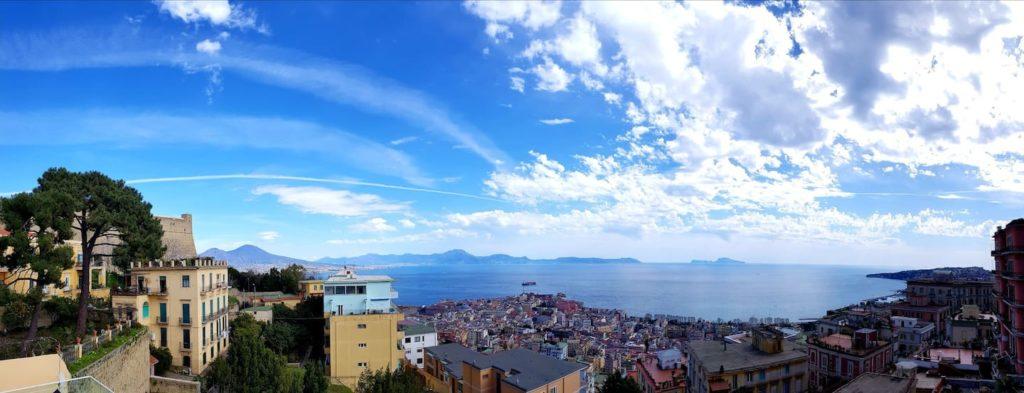 Airbnb à Naples : Hébergement avec une vue extraordinaire sur la baie de Naples.