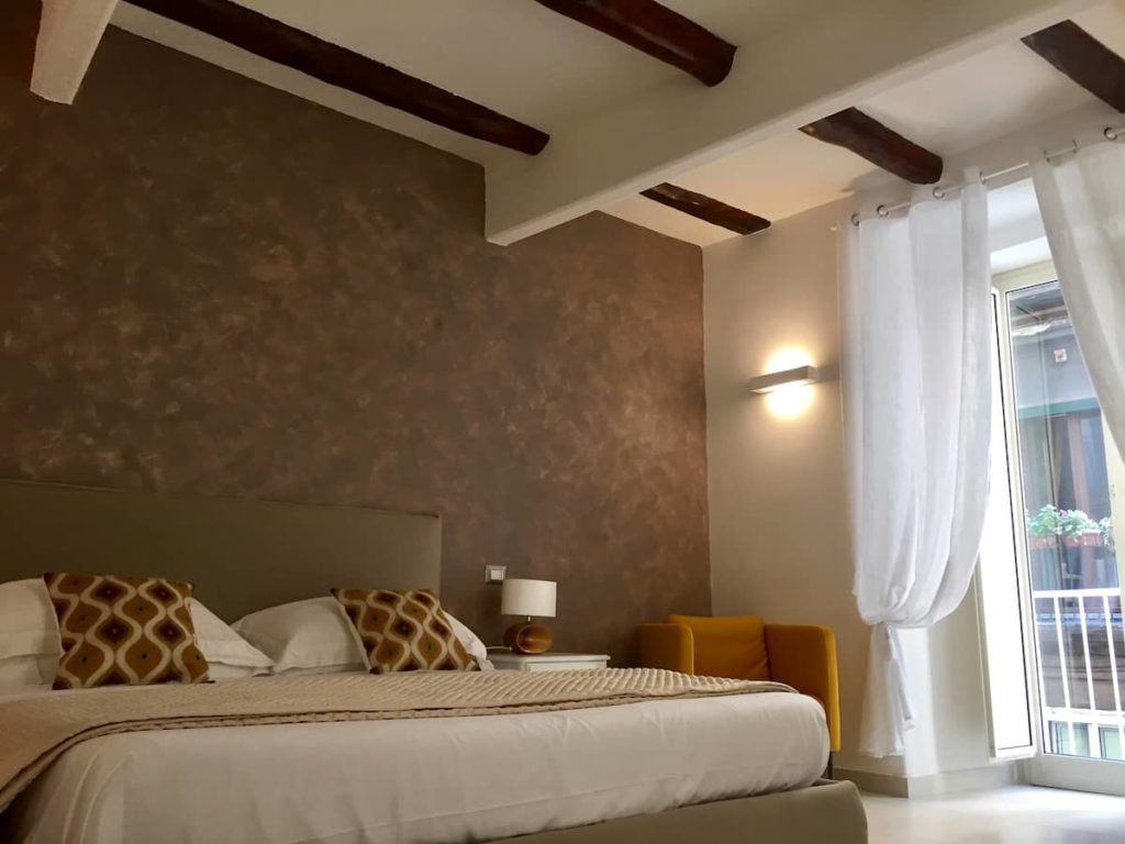 Airbnb à Naples : Location d'appartement dans le centre.
