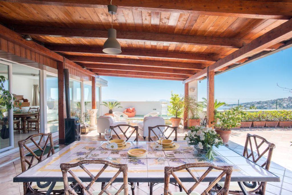 Airbnb à Naples : Appartement avec une terrasse immense.