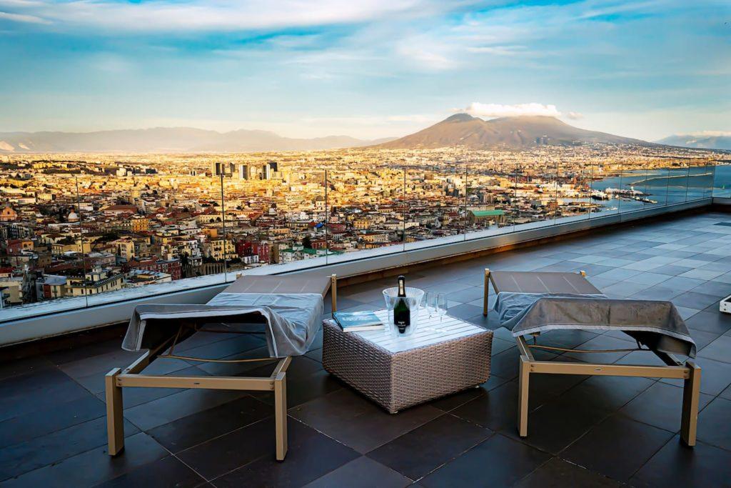 Airbnb à Naples : Hébergement insolite avec ce rooftop dingue.
