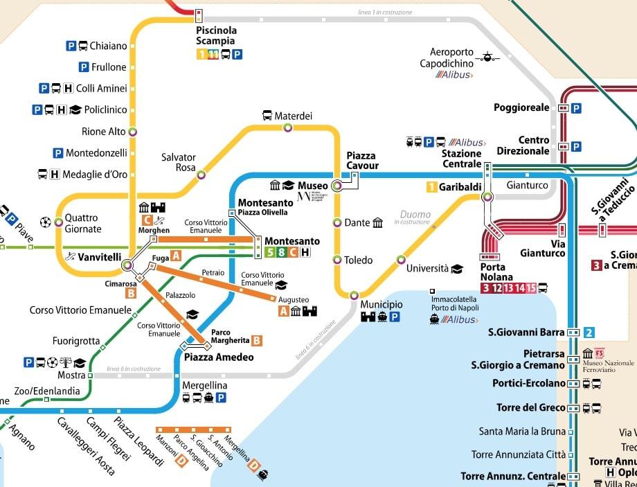 Carte du métro et du réseau ferroviaire (ligne 1 en jaune) à Naples.