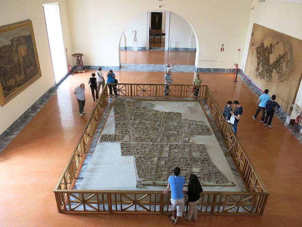Maquette de Pompéi dans le Musée Archéologique dans le centre historique de Naples. Photo de Ho Visto Nina Volare