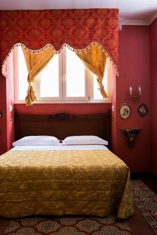 Carafa di Maddaloni, hotel à Naples.