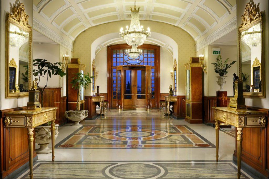 Hotel de luxe à Naples avec le superbe Grand Hotel Parker.
