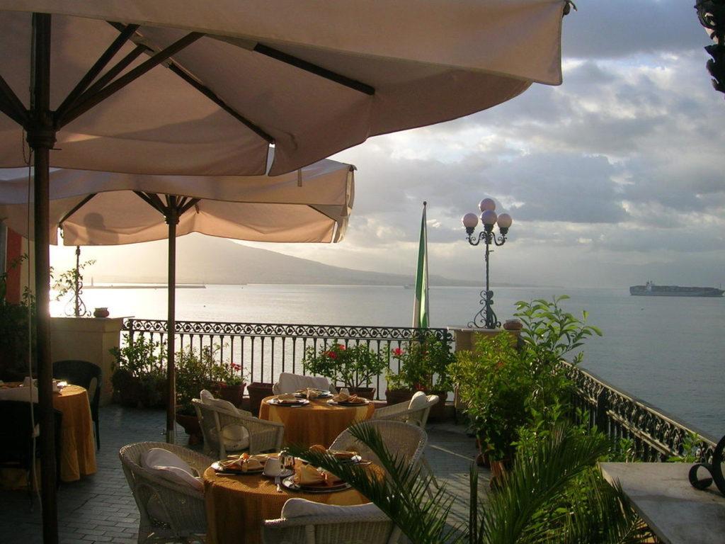 Vue depuis l'hotel Miramare à Naples.