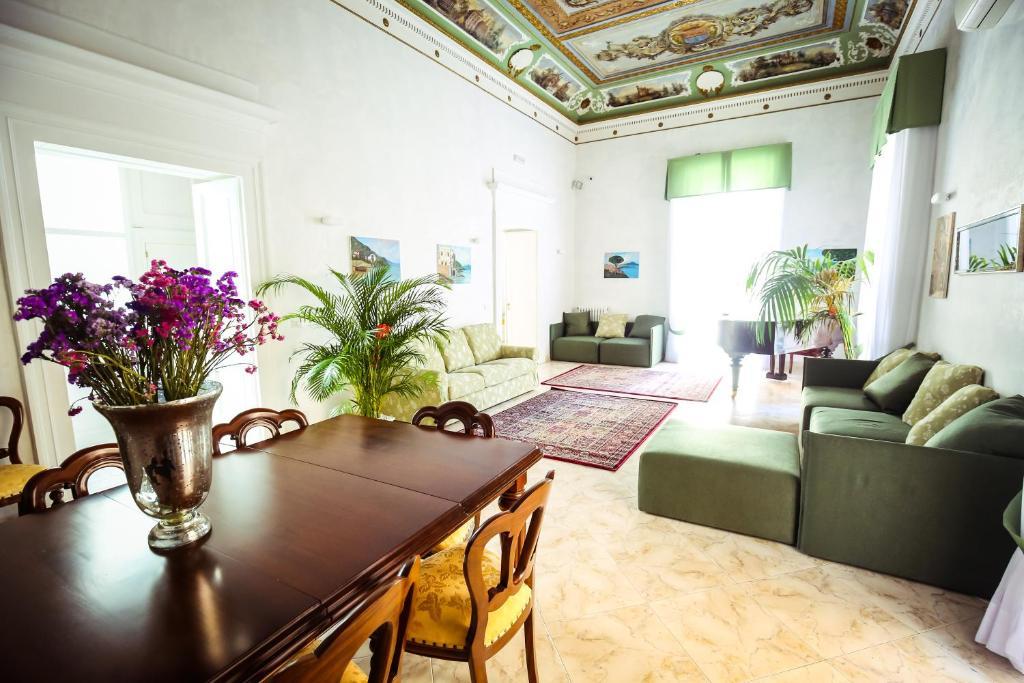 Napolimia, hotel à Naples.