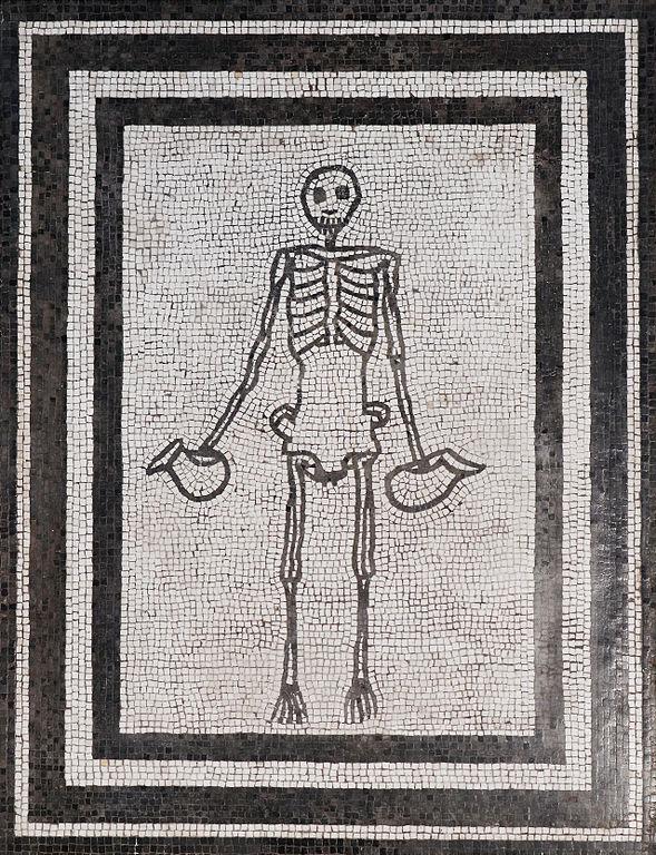 Mosaique appelée «Carpe diem» ou «le squelette aux pichets» dans le Musée Archéologique de Naples.