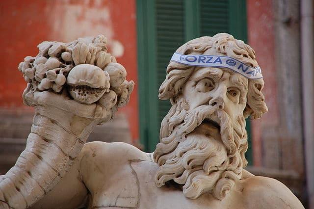 Statue du Dieu Nil à Naples, un supporter du Napoli. Photo de Raffaele Esposito.