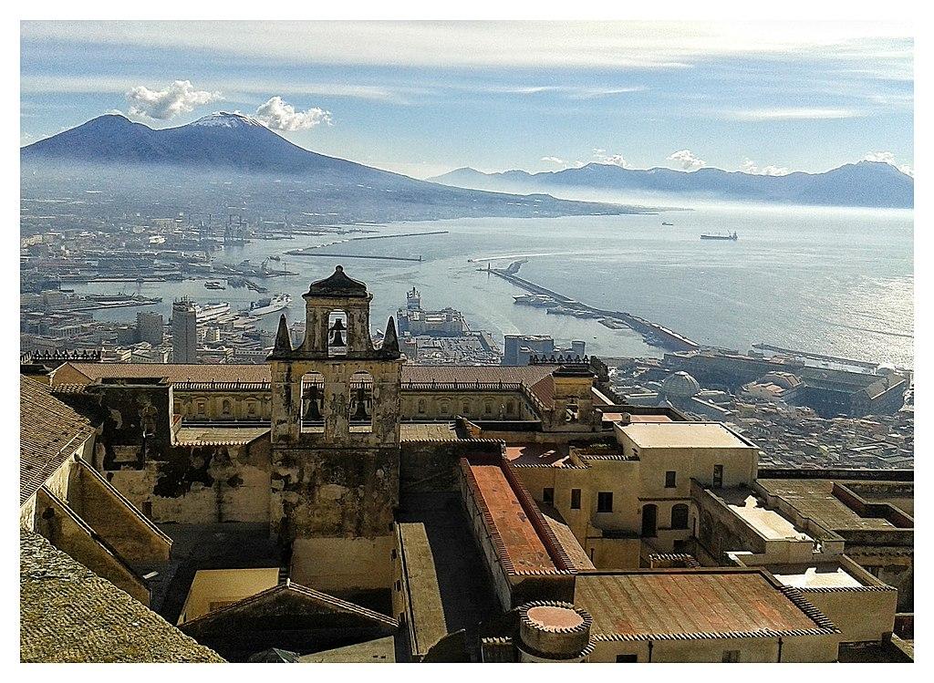 Vue depuis le chateau de Sant Elmo sur la Baie de Naples et le Vésuve - Photo de Vincenzo Gionta