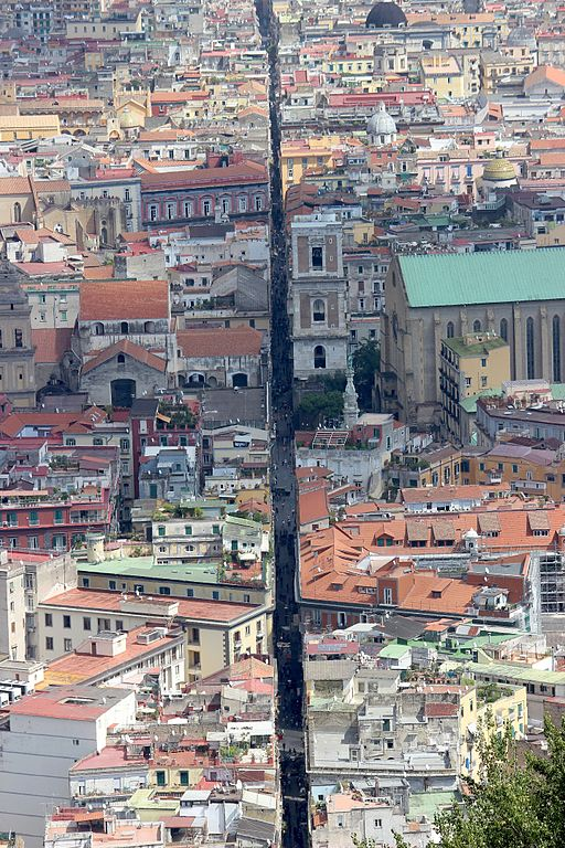 Vue depuis le Vomero sur le Vieux Naples et Spaccanapoli - Photo de Miguel Hermoso Cuesta