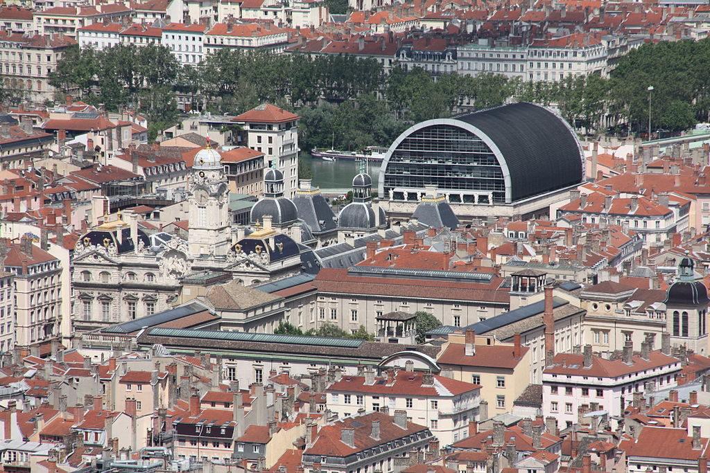 Toits de l'Opera de Lyon depuis les toits de la Basilique Notre Dame de Fourvière - Photo d'Otourly