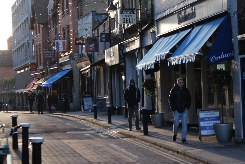 >Restaurants de Little Clarendon St dans le quartier de Jericho à Oxford.