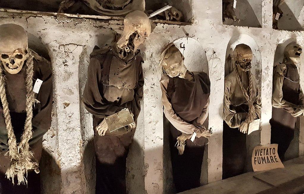 Squelettes zombies dans les catacombes des Capucins à Palerme - Photo de Rolf Dietrich Brecher