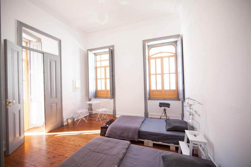 Grande chambre de la chambre d'hôtes Porta Doze Guesthouse à Faro.