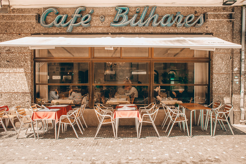 Café à Porto - Photo d'Eugene Zhyvchik