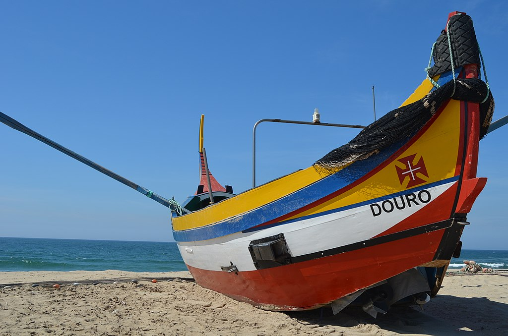 Bateau de pêcheur sur la plage d'Espinho de Porto – Photo de Pedro