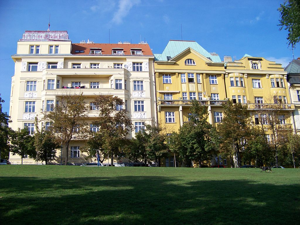Immeuble aux éléments art nouveau dans le quartier de Vinohrady à Prague - Photo de ŠJů