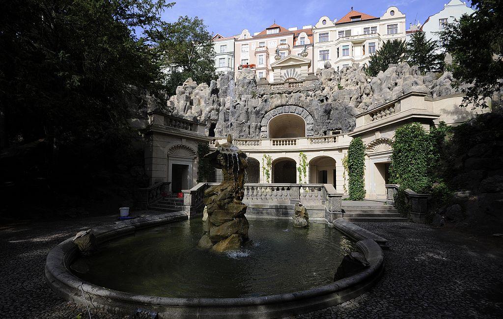 Grottes dans le parc Havlickovy Sady, quartier de Vinohrady à Prague - Photo Monudet