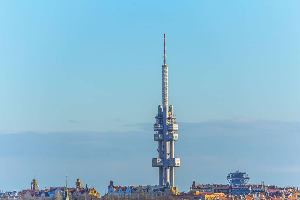 Tour de télévision dans le quartier de Zizkov à Prague - Photo de Sebaso
