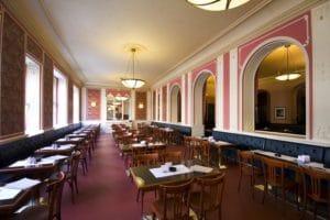 8 beaux cafés à Prague : Retour à la Belle Epoque