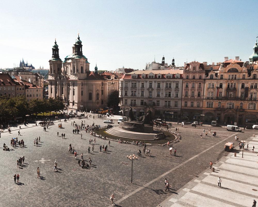 La place de la Vieille Ville de Prague - Photo de Paxton Tomko