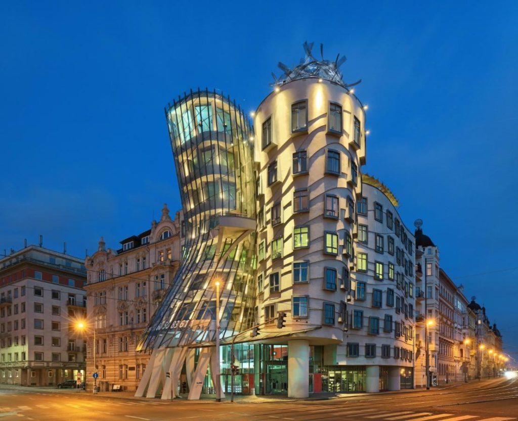 Dancing house : Hotel de luxe insolite à Prague.