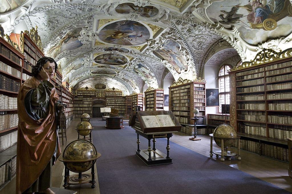 Dans la bibliotheque théologique du monastère de Strahov, quartier de Hradcany à Prague. Photo de Jorge Royan