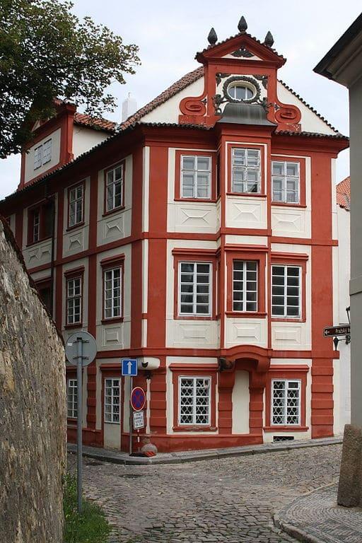 Dans le mini-quartier de Novy Svet près du château de Prague - Photo de Gambe