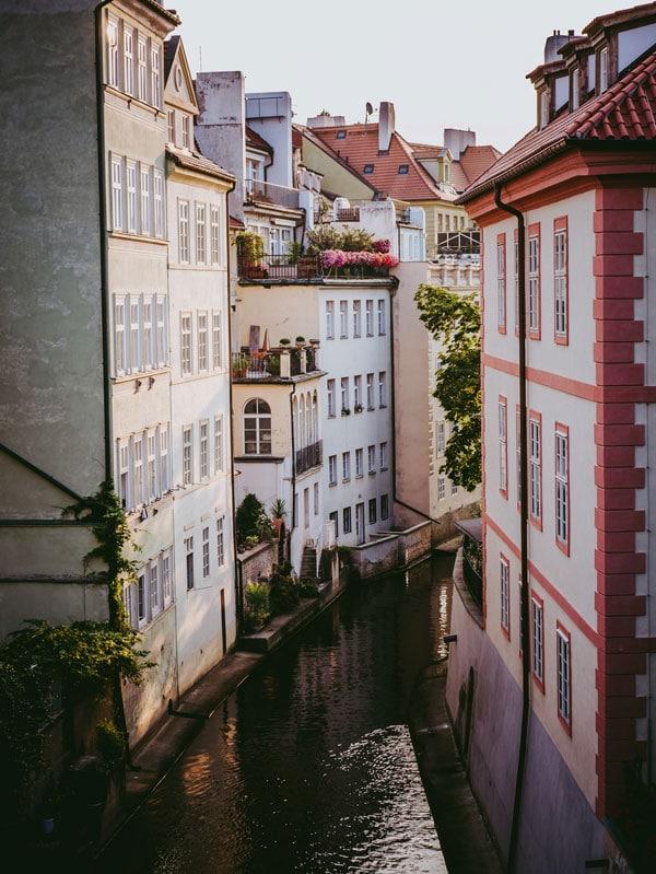 Canal de la Vltava dans le quartier de Mala Strana à Prague - Photo de Kevin Maillefer