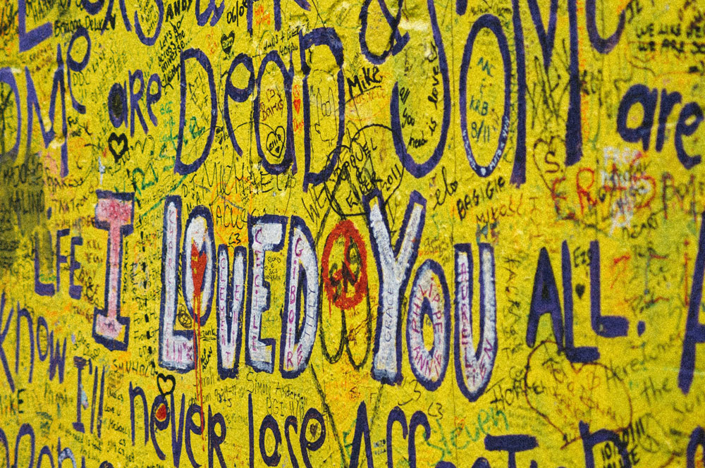 Mur John Lennon dans le quartier de Mala Strana à Prague - Photo de Darwin Vegher