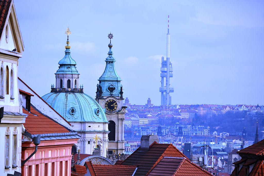 Tour de télévision à Zizkov, Prague : Un monstre bizarre [Zizkov]