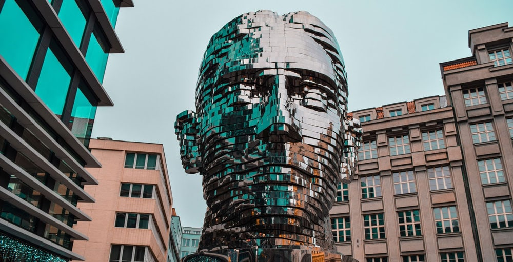 Kafka en pleine métamorphose par David Cerny dans le quartier de Nove Mesto à Prague - Photo de Hadeer MJ