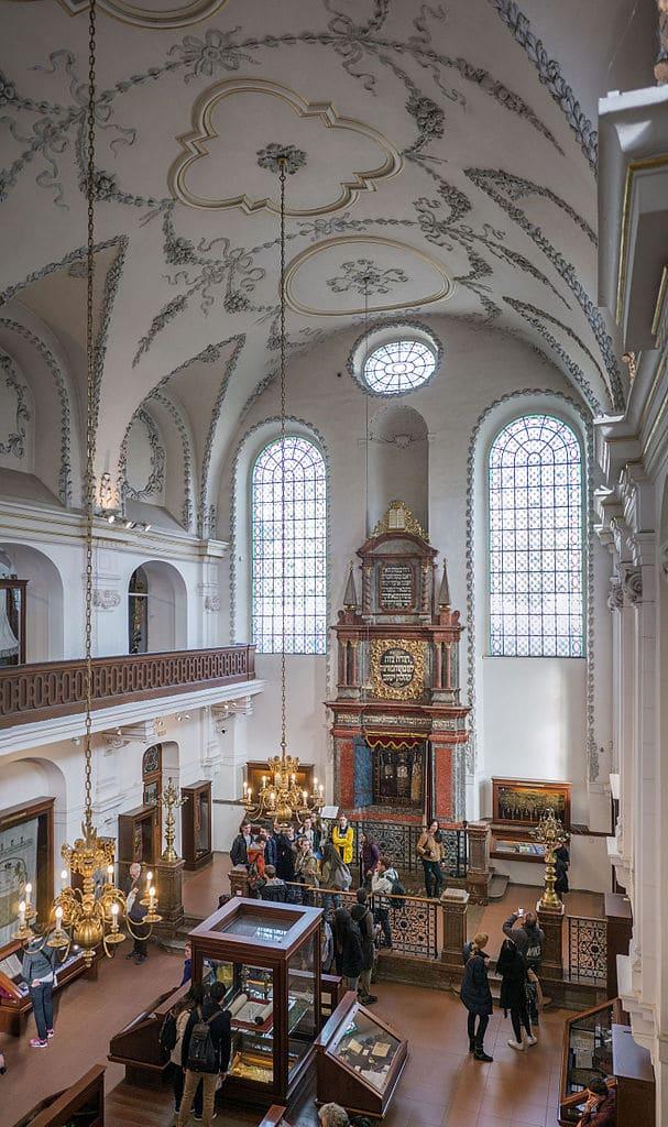 Dans la synagogue Klaus de l'ancien quartier juif de Josefov à Prague - Photo de Thomas Ledl